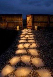 podświetlany chodnik, wygląda świetnie