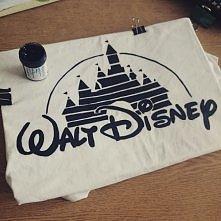 Walt Disney :) Zrobiłam sobie dzisiaj koszulkę z czyms takim :)