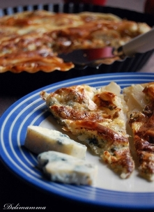 Tarta z gruszkami i niebieskim serem