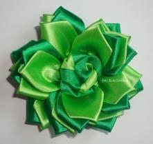 Kotylion w dwóch odcieniach zieleni :)