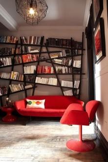 Takie półeczki, marzenie... ;) Żyrandol i sofa też piękne :D