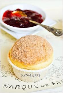 Muffinki jak pączki  SKŁADNIKI:  ILOŚĆ: ok. 8 muffinek       300 g mąki tortowej      2/3 szklanki cukru pudru      3/4 łyżeczki proszku do pieczenia      80 ml oleju      1 duż...
