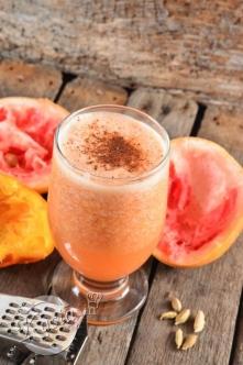 Przepisy na trzy koktajle grapefruitowe na ciążowe dolegliwości