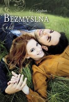 Bezmyślna - Stephens S.C. Od niemal dwóch lat Kiera ma chłopaka - Denny jest spełnieniem jej marzeń: kochający, czuły, całkowicie jej oddany. Kiedy razem wyjeżdżają do nowego mi...