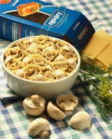 Makarony w każdej postaci :)  Dzisiaj będzie lasagne... ale nie typowo, bo w postaci roladek :) Smakowite, oryginalne danie.  Syci i regeneruje po wysilku fizycznym. Składniki d...