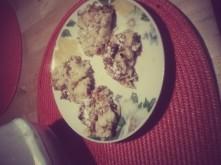 placuszki  na jajku i startym mussu z jablek moze to nie wyglada zbyt apetycznie na zdjeciu ale za to jak pysznie smakuje :) !