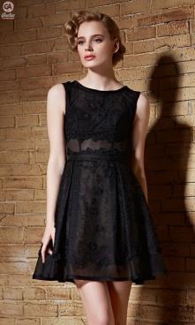 Rozkloszowana mała czarna sukienka koktajlowa. Ekskluzywny design, szyty na m...