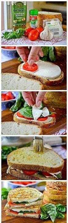 Robiłam te kanapki już nie raz - tylko zamiast bazylii daje rucolę, którą uwielbiam :) (można też spróbować ze świeżym szpinakiem, czy zieloną sałatą). I oczywiście nie zapomina...