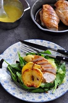 Filet z kurczaka w jabłkowym puree  Marynowany w oliwie z oliwek z dodatkiem ...