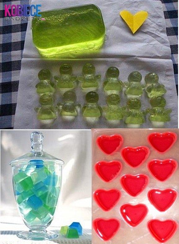Pomysl na niebanalny prezent!!! ŻELOWE MYDEŁKA ♥♥♥ POTRZEBUJECIE: -100 ml mydła w płynie, -1 łyżeczka soli kuchennej, -20 g żelatyny, -100 mln gorącej wody, -silikonowe foremki do robienia kostek lodu , -łyżka.