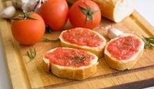 Zdrowa pasta kanapkowa pomidorowa <3 Składniki: - 2 pomidory, - ząbek czosnku, - pół kostki twarogu, - sól, pieprz, - kilka listków bazylii. Wykonanie: 1. Sparz pomidory, obi...