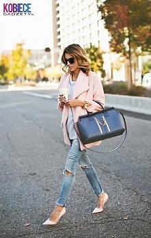 Co powiecie na stylizację z delikatnie różowym płaszczem? <3