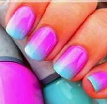 fuksja-błękit ombre na paznokciach