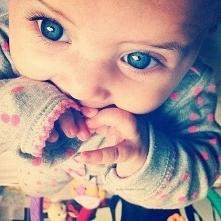 kochane maleństwo a jakie śliczne oczka :)