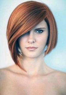 fryzura średnia na bok
