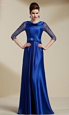 Elegancka niebieska sukienka wieczorowa z koronkowym rękawem do połowy