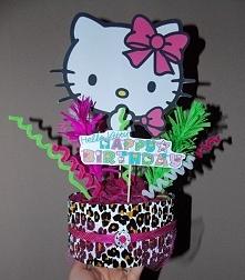 dekoracja an stół z Hello Kitty