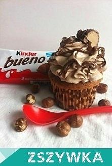 Babeczki Kinder Bueno ♥ Składniki na 12 babeczek: 160 g masła 120 g drobnego cukru do wypieków 165 g mąki pszennej 1,5 łyżeczki proszku do pieczenia 3 jajka 1 łyżeczka pasty wan...