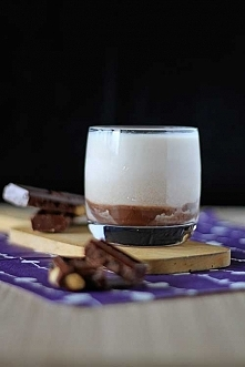 Przepis na Monte Drink:  50ml likieru czekoladowego 50ml wódki o smaku orzechów laskowych (Soplica) 150ml mleka kostki lodu (opcjonalnie)  Na dno szklanki tzw. whiskaczówki wlew...