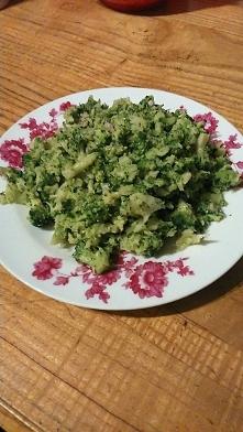 Zdrowo i dietetycznie. Brokuły mają dużo błonnika i mało kalorii- dzięki czemu sprzyjają odchudzaniu. Poza błonnikiem, są też świetnym źródłem glukozynolanów, które, po przetwor...