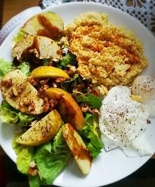 zdrowy obiad w 15min. jajka w koszulkach z grubo mielonym pieprzem, kasza jag...