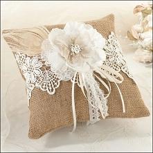 Poduszki pod obrączki ślubne