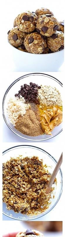mniam !!! kubeczek owsianych platkow, kubeczek wiorek kokosowych, pol kubeczka czekoladowych kawaleczkow, pol kubeczka masla orzechowego, 1/3 kubeczka miodu, ekstrakt waniliowy ...