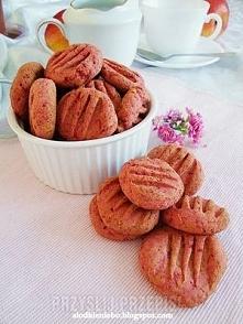 Różowe ciastka z burakiem Składniki 1 średniej wielkości burak 1 szkl. mąki b...