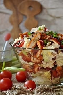 SKŁADNIKI na 4 porcje: 1 sałata lodowa 1 pierś z kurczaka 250 g pomidorków ko...
