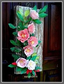 Dzika róża na desce
