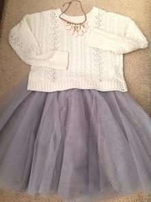 krótki sweterek piękny z połączeniem z taka spódnica