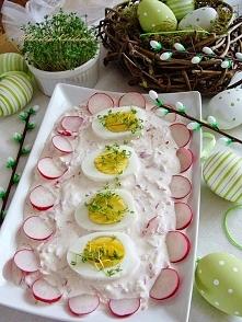 Jajeczka w rzodkiewkowym sosie
