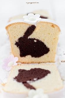 BABKA Z ZAJĄCZKIEM - NIESPODZIANKĄ  Składniki na babkę kakaową:  200 g masła ...