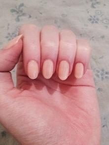 moje paznokcie :) niestety nie jestem zadowolona do konca z ich kształtu ale nieustannie nad nim pracuje :)