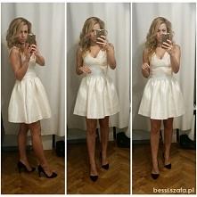 Kremowa sukienka od bessi z...