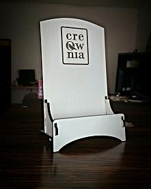 Personalizowany stojak na wizytówki.