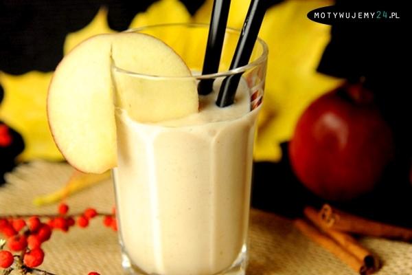 Spalacz tłuszczu i przyspieszacz metabolizmu... Ten wysoko proteinowy i bezglutenowy koktajl wspomagający spalanie tłuszczu i pobudzający metabolizm daje długo utrzymujące się uczucie sytości - jest idealny dla osób na diecie odchudzającej. Co ważne, to bogate w proteiny smoothie o kremowej konsystencji jest szybkie w przygotowaniu - 5 min. Składniki: - 2 duże jabłka - 1 zamrożony banan - 1 szklanka lodu - 1/2 szklanki jogurtu greckiego - garść migdałów (zmiksowanych) lub 1 szklanka mleczka migdałowego - 1 łyżeczka mielonego cynamonu - szczypta imbiru (startego lub w proszku) - odrobina mielonej gałki muszkatołowej i zmielonych goździków - 1-2 łyżeczki miodu (opcjonalnie) Przygotowanie: 1. Zblenduj jabłka, lód, banana i jogurt. 2. Do masy dodaj migdały, przyprawy oraz miód. 3. Całość dobrze wymieszaj. Gotowe!