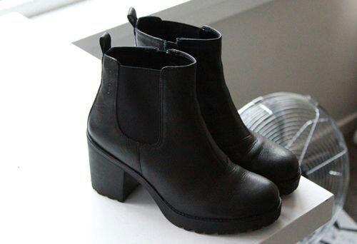 Hej, orientujecie się może gdzie znajdę podobne obuwie?  Zależy mi na tym by obcas nie był zbyt wysoki, bo widziałam podobne, ale na wyższym obcasie.