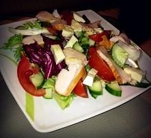 Dietetyczna sałatka z wędzonym kurczakiem :)