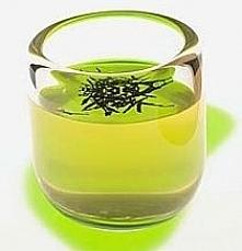 Maseczka z zielonej herbaty Na rozszerzone pory. 2 łyżeczki herbaty zalać 3 łyżkami wrzątku. Gdy napar przestygnie, dodać łyżeczkę mąki ziemniaczanej, wymieszać. Nałożyć na twar...
