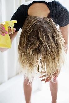 Spraw, aby twoje włosy wydawały się grubsze Rozpuść jedną łyżeczkę soli w fil...