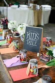 Kolorowy stół dla dzieci!