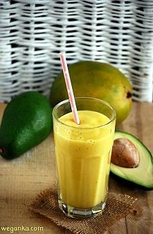 Koktajl z mango, awokado i bananów