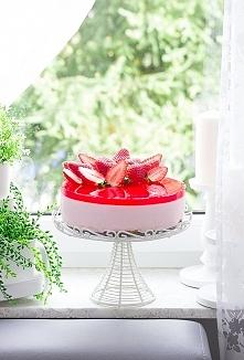 Prosty i pyszny jogurtowiec z truskawkami. (przepis po kliknięciu w zdjęcie)