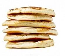 Racuchy na bazie owsianki z jabłkiem  30–40 g płatków owsianych górskich lub zwykłych 3–4 jaja 2 łyżki jogurtu naturalnego ¼ jabłka płaska łyżeczka cynamonu łyżka oliwy z o...