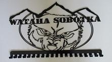 wieszak z logo teamu wataha...