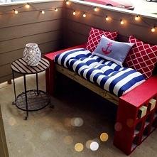 stylowy balkon - siedzisko z belek i pustaków