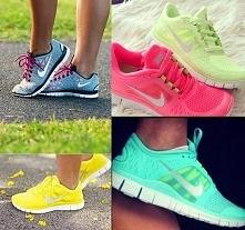 Dziewczyny! Jakie buty polecacie do biegania <model> ..biegam jakiś czas i bolą mnie żyły pod kolanami i ponoć to od złych butów, w których biegam :(