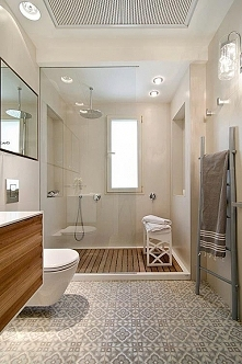 Nowoczesna łazienka ocieplona drewnem