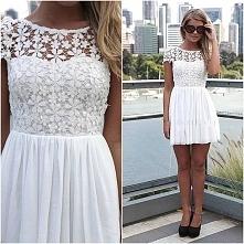 Uwielbiam białe sukienki *.*